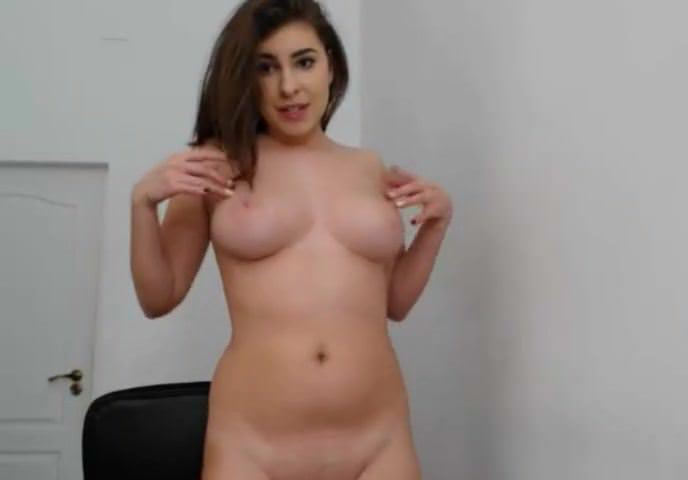Nude chubby girl fun on webcam