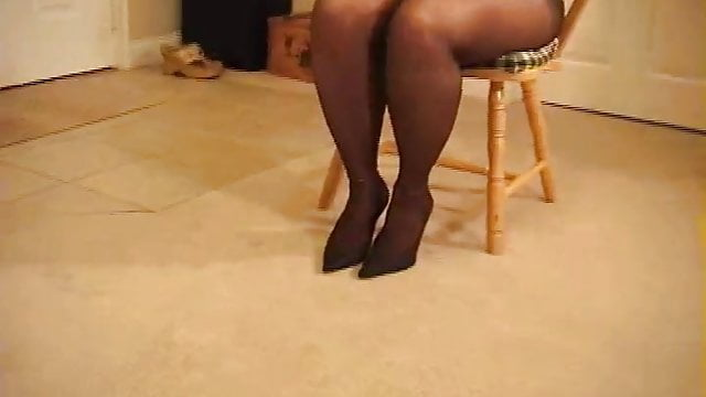 Preview 1 of Busty curvy MILF in pantyhose heeljob