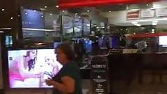 Colocaram video porno na loja da ponto frio