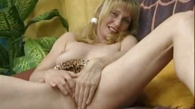 Preview 1 of Mature Woman Have Fun 01 BoB