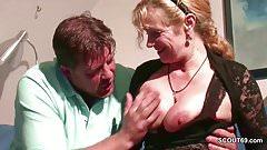 Mutti fickt ihren Stief-Sohn mit dem riesen Schwanz