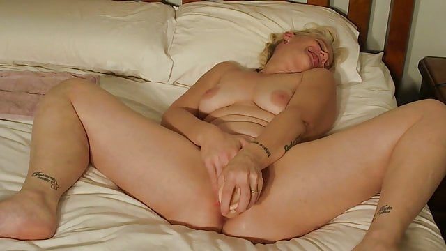 Preview 1 of Wife finger fucking her pussy