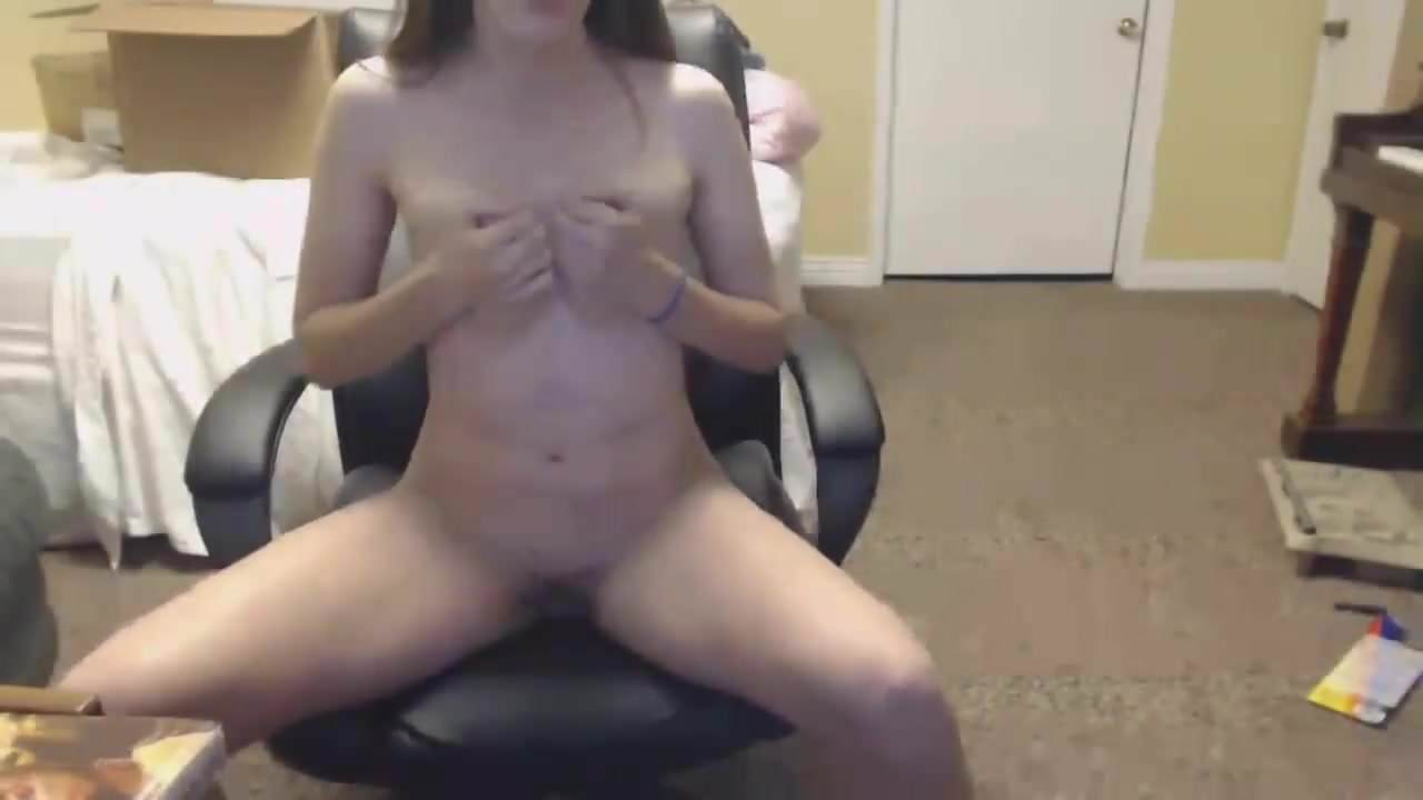 Young cute trimmed pussy on cam at dormitory
