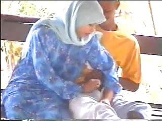 Download video bokep malay-tudung hijab baju kurung bj kat pondok Mp4 terbaru