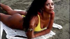 Mayara Silene na praia