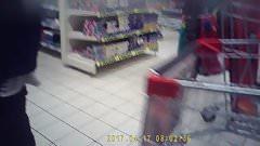 salope en jupe courte et ballerines a Auchan