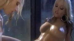 Pretty Shower Blond Lickers