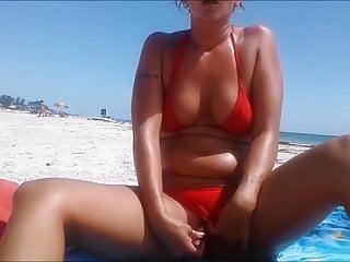 bikini finger orgasm amateur
