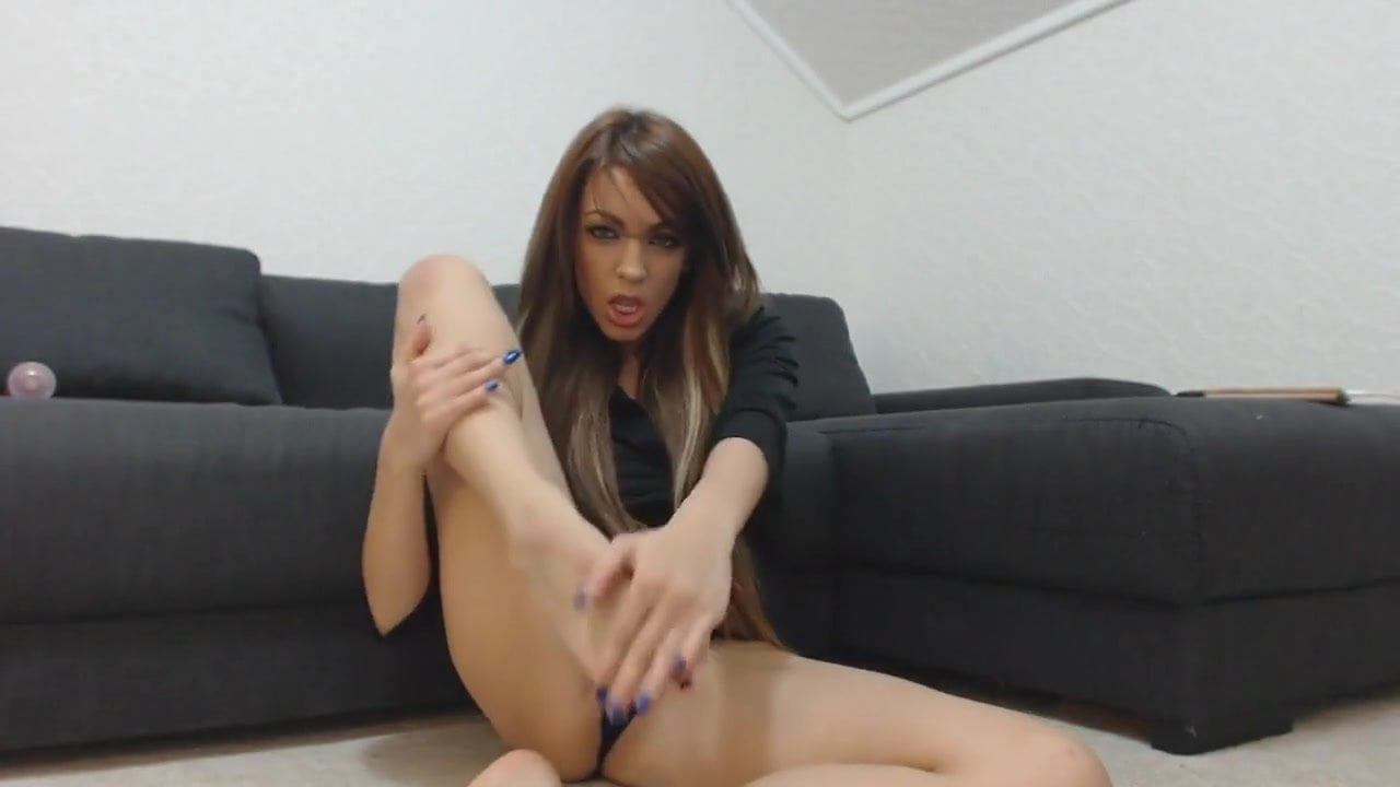 Horny girl and her awesome feet