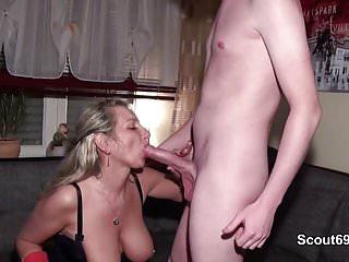 Mutter fickt den Ex mit dem Riesen Pimmel ihrer Tochter