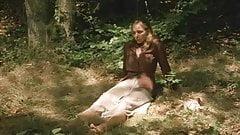 emmanuelle beart  se fait baiser dans les bois