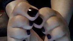 Pretty black toes