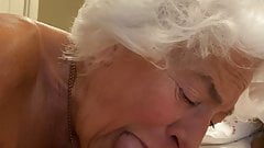¡Abuelita de 77 años devorando mi polla!