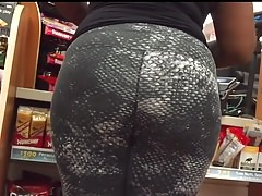 Juicy black milf booty in spandex Thumbnail