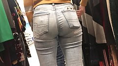 Sexy Coed Candid Jeans Ass