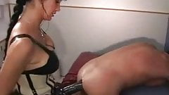 Strapon squirting dildo