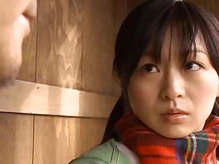 jeune japonaise docile offerte toilettes pervers