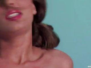 Capri Anderson Masturbates And Teases In Bath