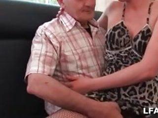 Cindy Picardie baisee dans les toilettes par un vieux