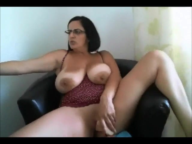 Big perfect natural foppy tits masturbating