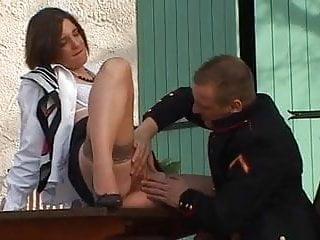 Une hotesse de l air se fait baiser par son commandant