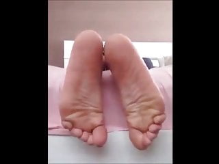 Rianna moves her sexy (size 38) feet, part 2