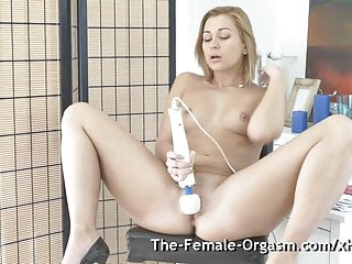 Hot Blonde Bates Solo to Grooling Pulsating Hitachi Orgasm