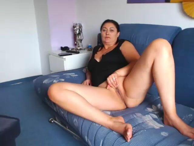 Mature Italian Milf Showing Pussy On Cam