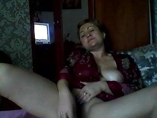 Download video bokep Hot Russian mature mom Elena play on skype Mp4 terbaru