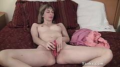 Yanks Alice Masturbating