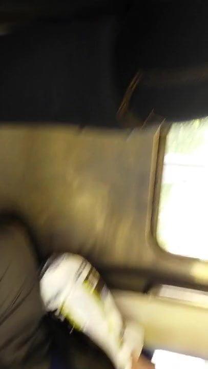 Cul de black en jean moulant sur la ligne 8