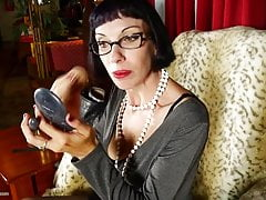 Amateur American housewife and mom hungry for fuck