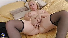 Real mature mother fucks her pussy