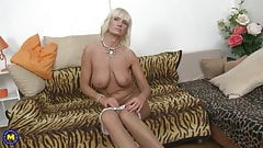 Sexy mature mother with amazing big tits's Thumb