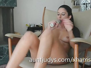 Hot Mature Nikki Daniels Goes Wild With Her Toy