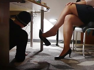 Technician visit the secretary's office with horny surprice