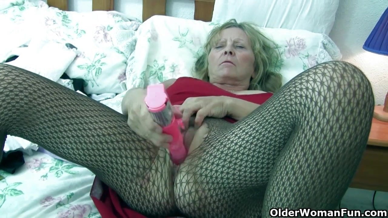 Nurse grannies use a dildo bigtits