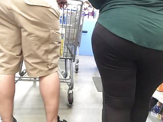 Nice bbw in leggings with booty and vpl bends over
