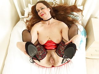 English gilf Josie lets you enjoy her furry fanny