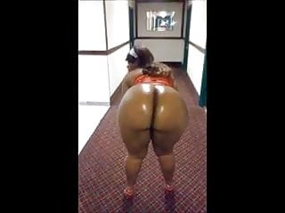 ebony ass twerk exhibitionist public flash