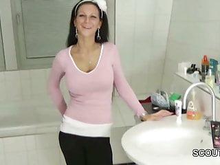 bro Caught German Step-sister in Bath and Seduce to Handjob