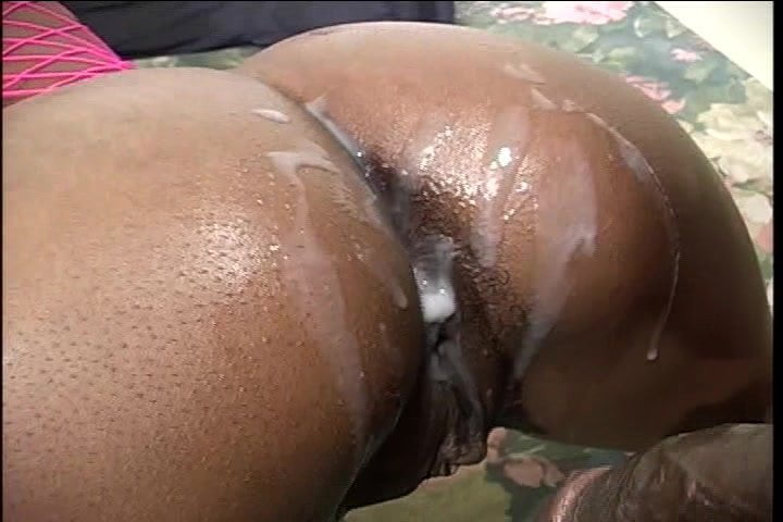 ebony ass shaking on his dig