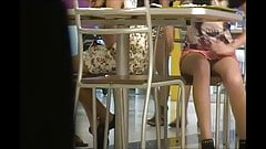 por baixo da mesa calcinha colorida parte 2