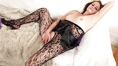 English milf Jozie wears her crotchless tights for a reason