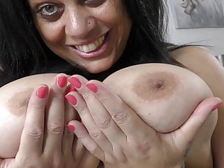 Big UK mature mom Queen Rachel with amazing body