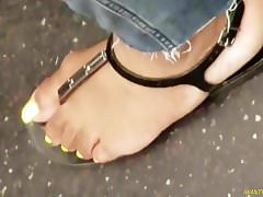 This lady and her candid yellow toes... mmm