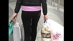 Jiggle ass after shopping
