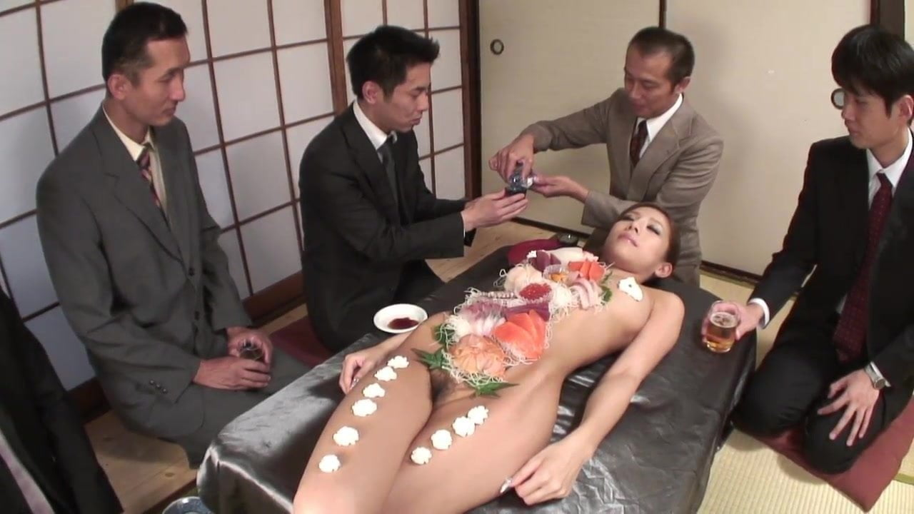 Business Men Eat Sushi Out Of A Naked Girl 039 S Body-6082
