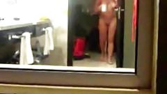 Spying my mom fully naked in bath room
