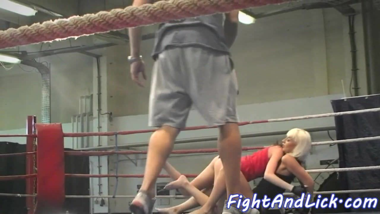 Pussylicking euro dykes wrestle on the floor